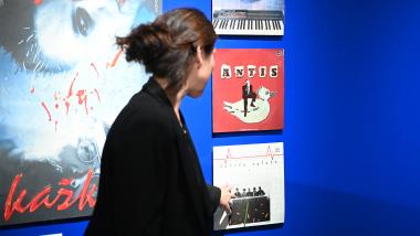 """Pažintinė ekskursija parodoje """"PERMAINŲ LAIKAS: teatras, muzika, kinas ir dailė 1985-1995"""""""