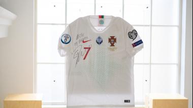 Dovana prezidentui - futbolininko Cristiano Ronaldo marškinėliai