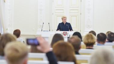 Lietuvos Respublikos Prezidentės Dalios Grybauskaitės kalba Konstitucijos egzamino nugalėtojų pagerbimo ceremonijoje